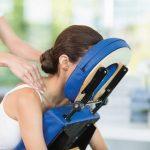 Massage assis sur chaise ergonomique en entreprise